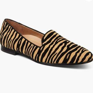 Vionic Willa animal print Flat Shoes new 8 Womens